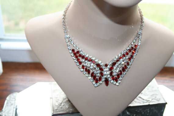 4-Necklace-Stunning-Red-and-White-Rhinestones-Butterfly-in-Flight-Beautiful-58euro