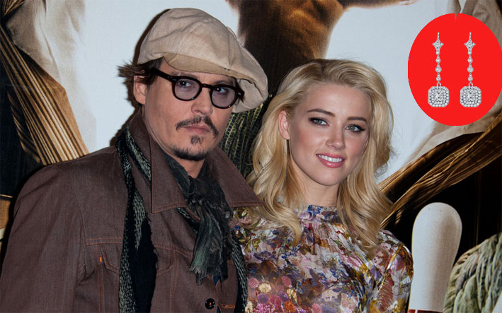Johnny Depp con Amber Heard. Nel tondo, orecchini di Neil Lane simili a quelli regalati all'attrice