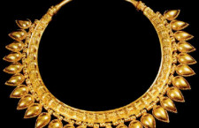 Necklace from tomb Nimrud Iraq