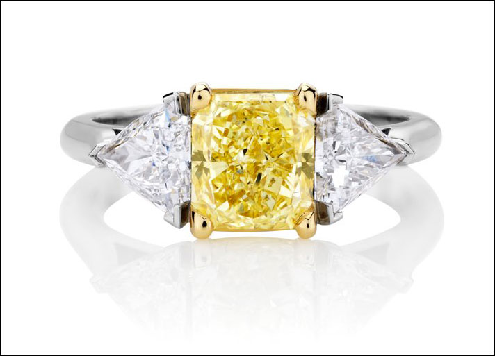 anello con diamante giallo