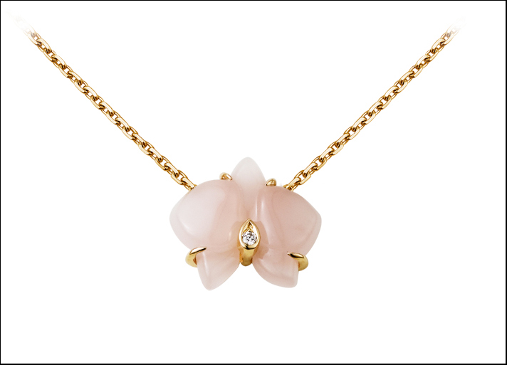 Cartier, collana Caresse d'orchidées in oro rosa, calcedonio rosa e diamante