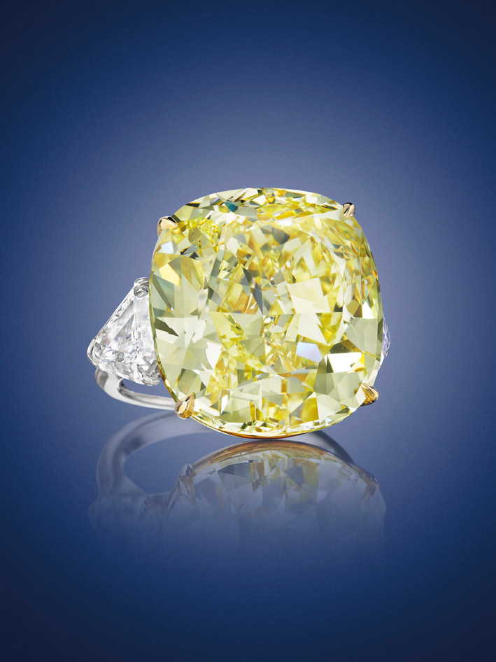 Anello con diamante fancy yellow di 28 carati