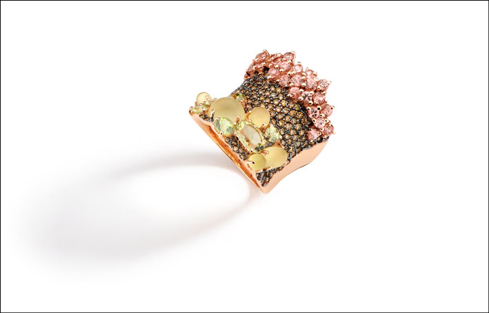 8K rose gold ring, hand engraved with brown diamond, lemon quartz, African chrysoberyl and mandarin garnet