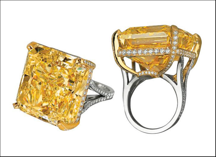 Anello con diamante Fancy Vivid Yellow di 75.54 carati