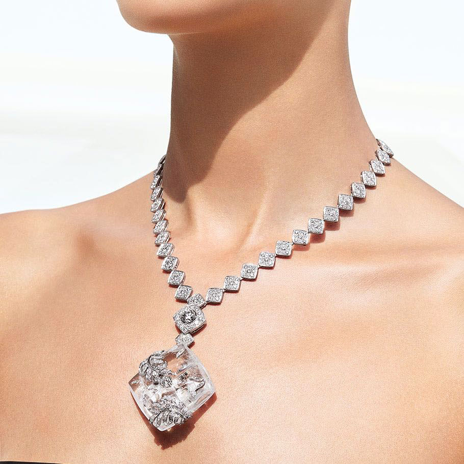 Chanel, collana di diamanti
