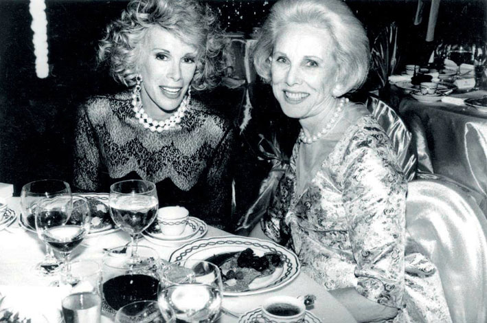 Carroll Petrie (a destra) con Joan Rivers