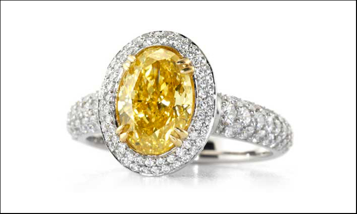 Anello con diamanti bianchi e Fancy Vivid yellow centrale