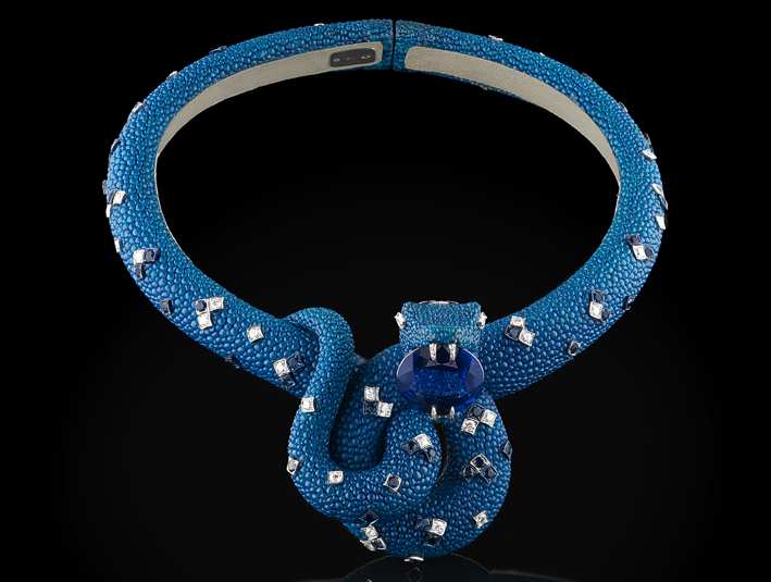 Collier in cuoio, diamanti, tanzanite