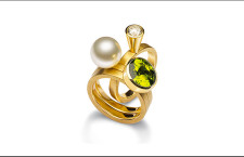 Anello in oro giallo, con diamante, peridoto e perla