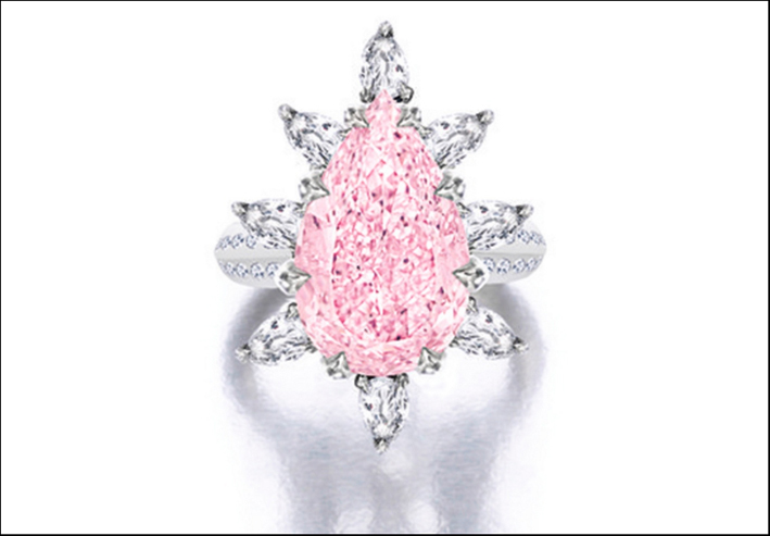 Diamante fancy pink su anello. Stima: 4,1-5 milioni di dollari