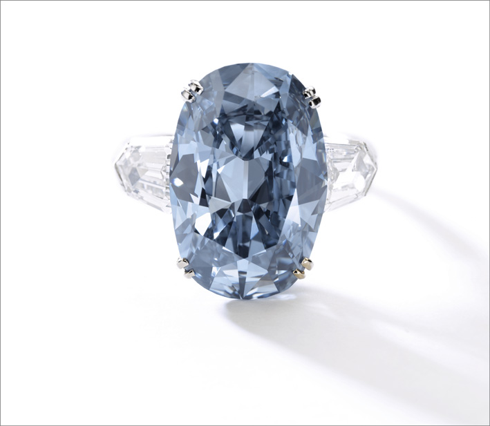 Il Fancy Deep Blue diamond ring venduto per 1,7 milioni di dollari