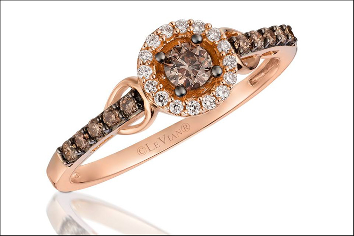 Anello con Chocolate Diamonds, Vanilla diamonds e Strawberry Gold