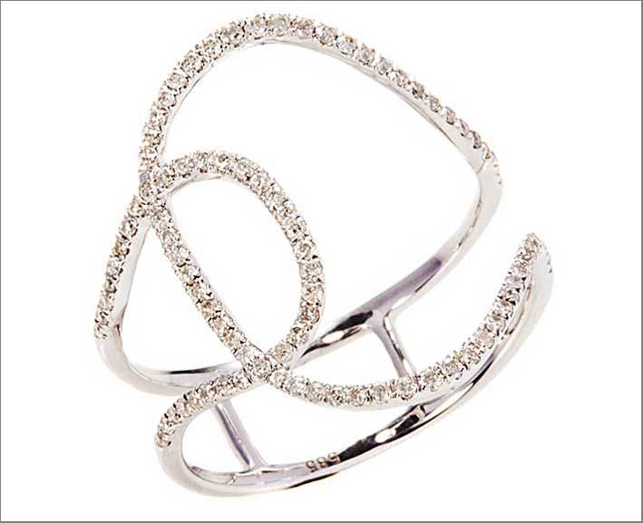 White Ribbon Ring, in oro bianco e diamanti. Prezzo: 1300 dollari