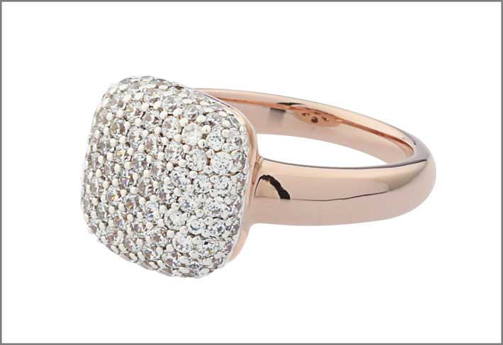 Altissima squared pave dangle ring. Prezzo: 99 euro
