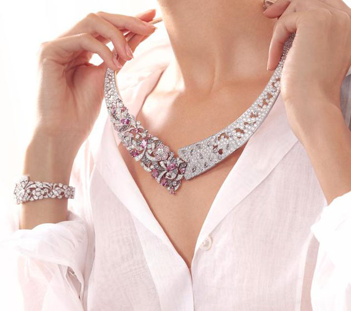 Collier con diamanti e zaffiri