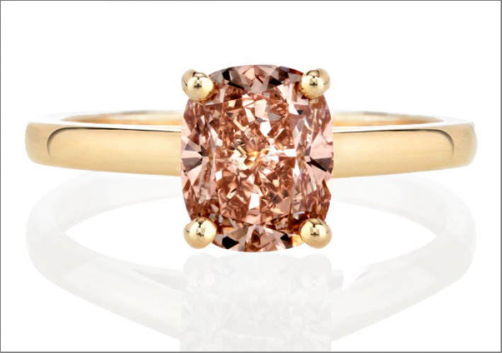 Collezione 1888 Master Diamonds De Beers, anello con diamante Intense orange-pink taglio cuschion