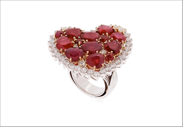 Anello Strawberry Fields con diamanti e rubini. Prezzo: 13.125 euro