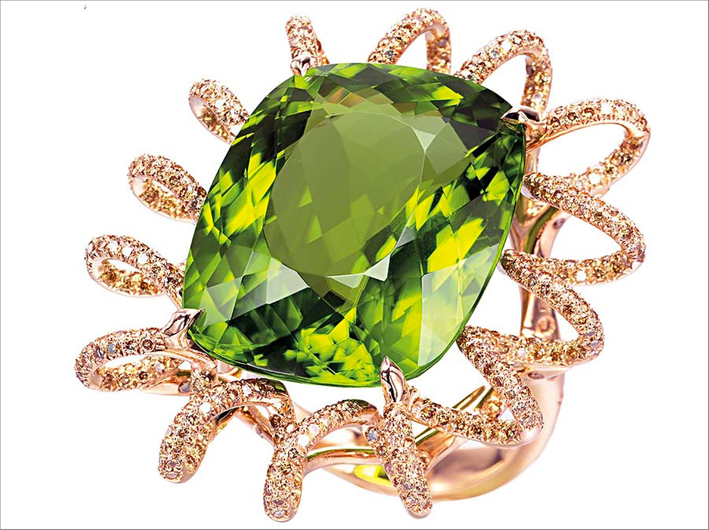Anello in oro, diamanti e peridoto
