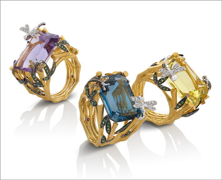 Ring in satin yellow gold with diamonds (colourless and brown), amethyst and tsavorite. Ring in satin yellow gold with diamonds (colourless and brown), topaz and tsavorite. Ring in satin yellow gold with diamonds (colourless and brown) quartz and tsavorite