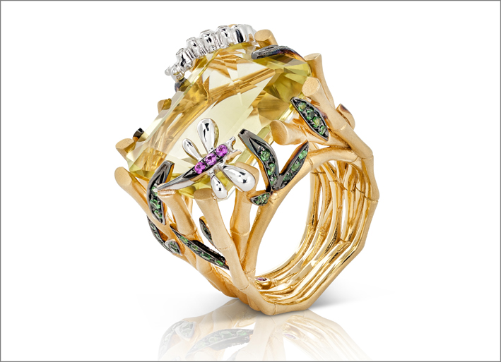 Ring in satin yellow gold with colourless diamonds, quartz, tsavorite and rose sapphires