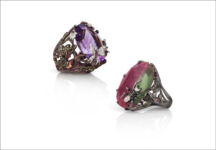 Ring in chocolate satin gold with amethyst, white diamonds, brown diamonds, orange sapphires and natural green garnet. Black satin gold ring with ruby zoisite, white and brown diamonds and natural green garnet