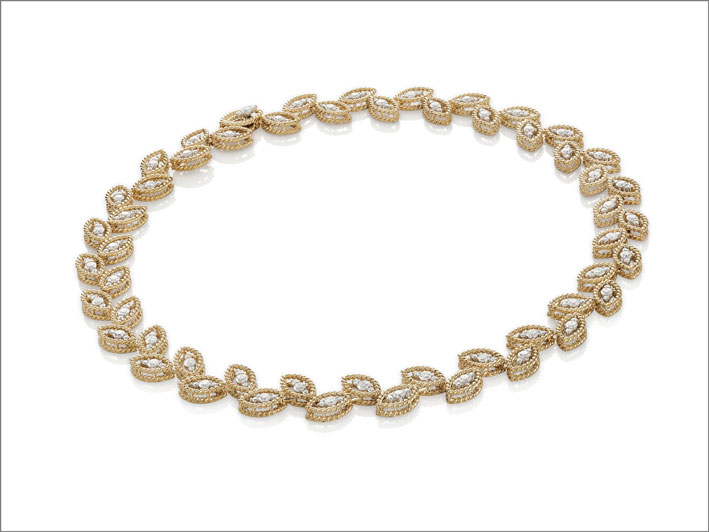 Yellow gold collar necklace with white diamonds