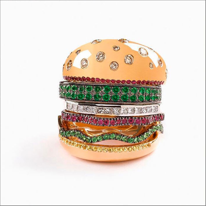 Nadine Ghosn, anello hamburger