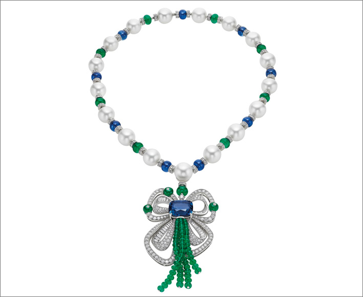 Collier con zaffiro dello Sri Lanca di 19 carati, 17 perle South Sea, 82 smeraldi, 9 zaffiri, 40 diamanti fancy e pavé