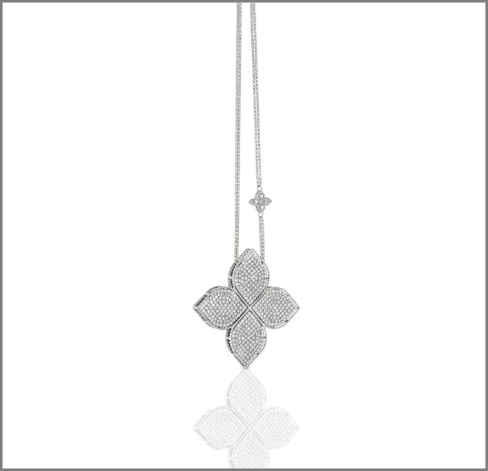 Extra large flower pendant in white gold and diamond pavé