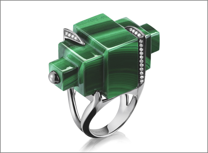 Anello The Futuristico, in oro bianco, diamanti e malachite