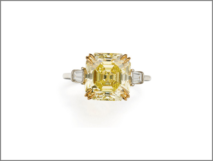 Anello con diamante fancy intense yellow