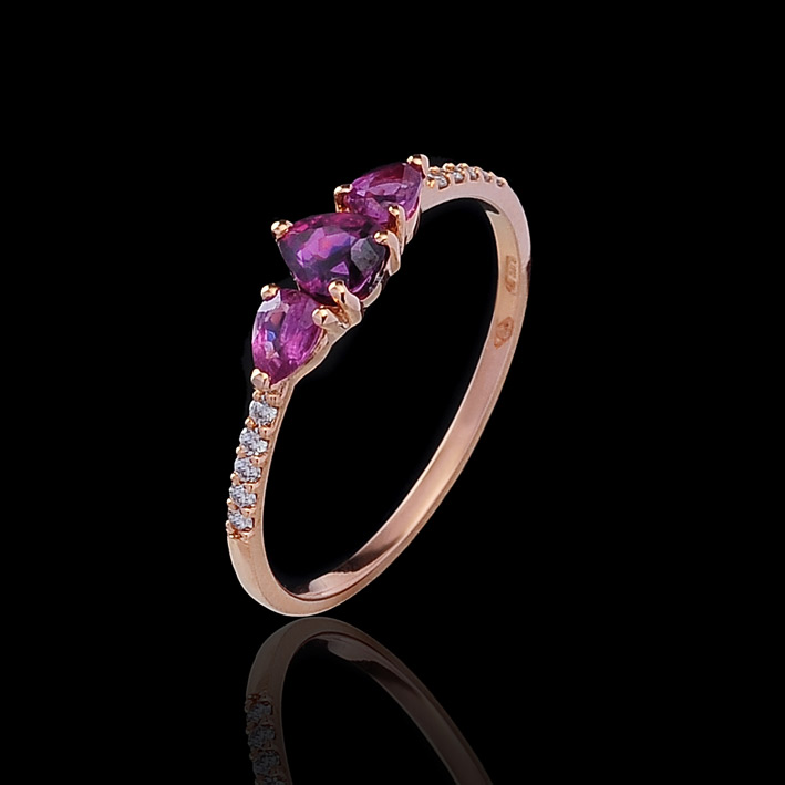 Anello in oro rosa, zaffiri e diamanti