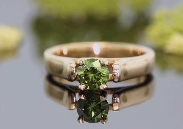 Un anello con diamante sintetico venduto da LifeGem per 1 milione 690 mila dollari