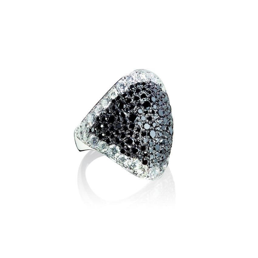 Vega: splendenti anelli in oro bianco con diamanti bianchi, neri e brown