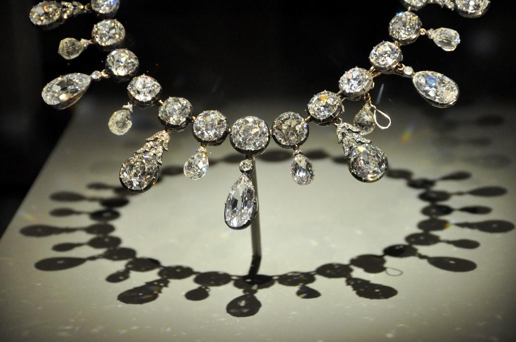 Collanona di diamanti: quanto costerà?