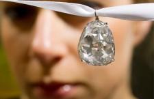 Beau Sancy, diamante da 34,98 carati, tagliato a pera, con una storia che risale a 400 anni. Venduto per 9,7 milioni di dollari