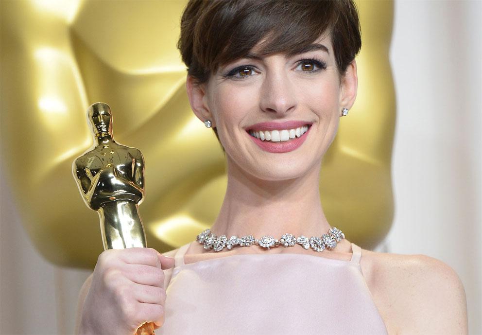 Anne Hathaway ingioiellata