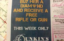 La pubblicità in cui si promettono un fucile e una pistola per chi acquista un diamante