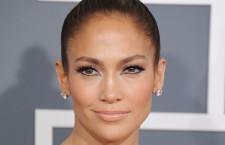 Jennifer Lopez e i suoi orecchini di brillanti