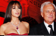 Bernard Fornas con Monica Bellucci, in rosso sulla Piazza  Rossa