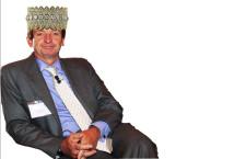 Claudio Sposito, ceo del fondo Clessidra, incoronato con un prezioso oggetto di Buccellati