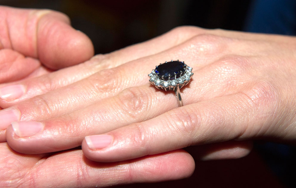 L'anello di fidanzamanto indossato da Kate Middleton. Era di Lady Diana