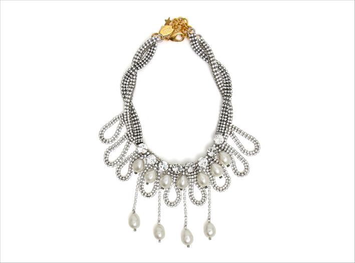 Collana in ottone finitura color argento, strass e cristalli
