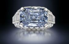 L'anello di Bulgari con il diamante blu