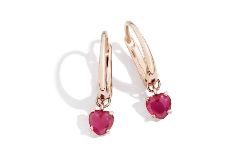 Orecchini della collezione 100% Amore: oro rosa e rubini sintetici. Prezzo: 700 euro