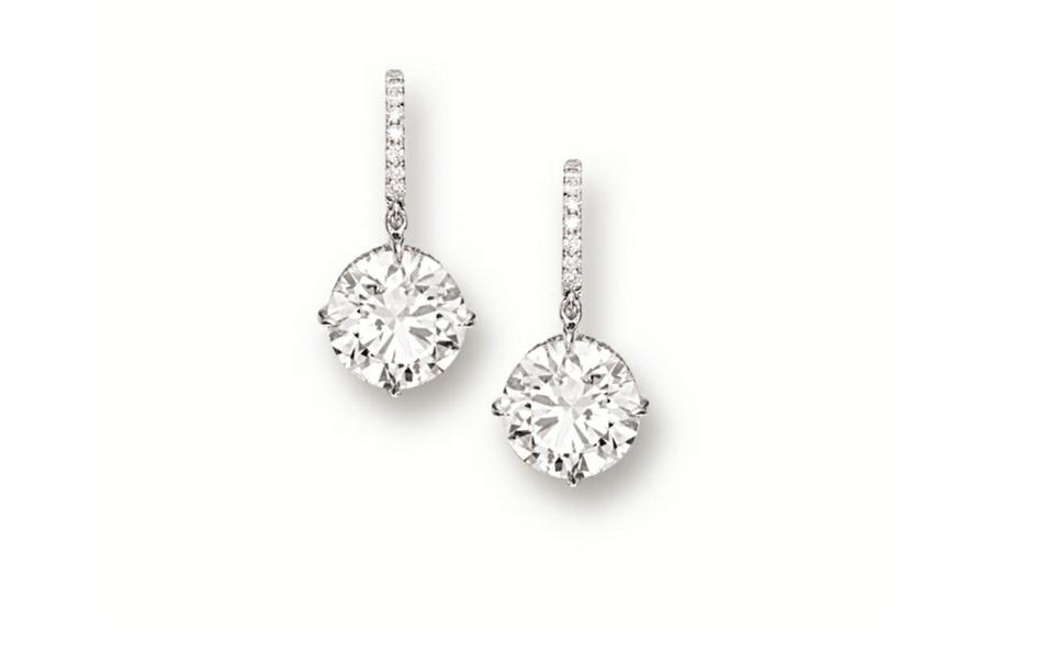 Questi orecchini con pendenti di purissimi diamanti sono stati aggiudicati per 2,8 milioni di euro