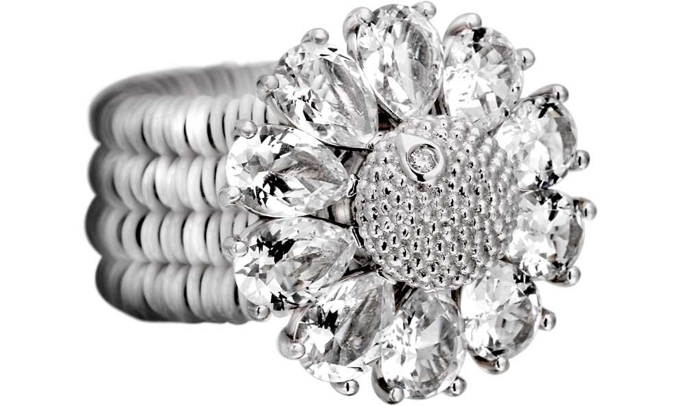 L'anello total white della serie Gemma