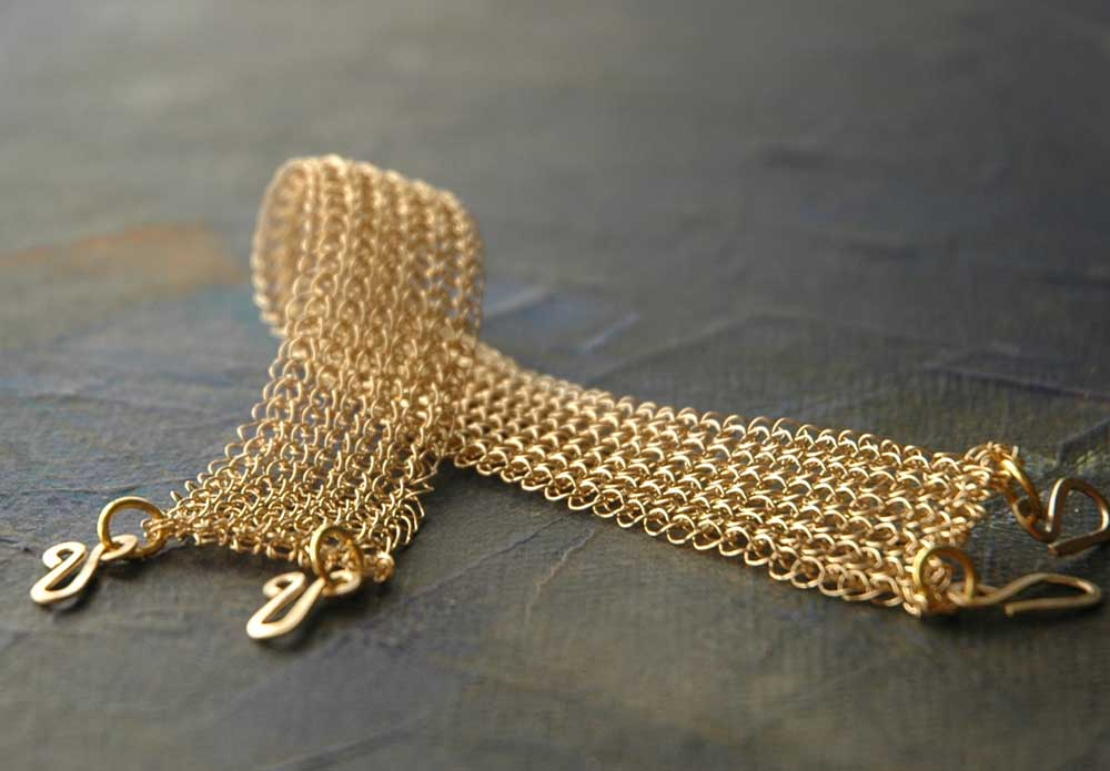 Un bracciale d'oro: adesso vale meno, ma tornerà ad aumentare