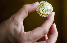 Il diamante fancy da 74.53 carati, in asta il 14 maggio a Ginevra