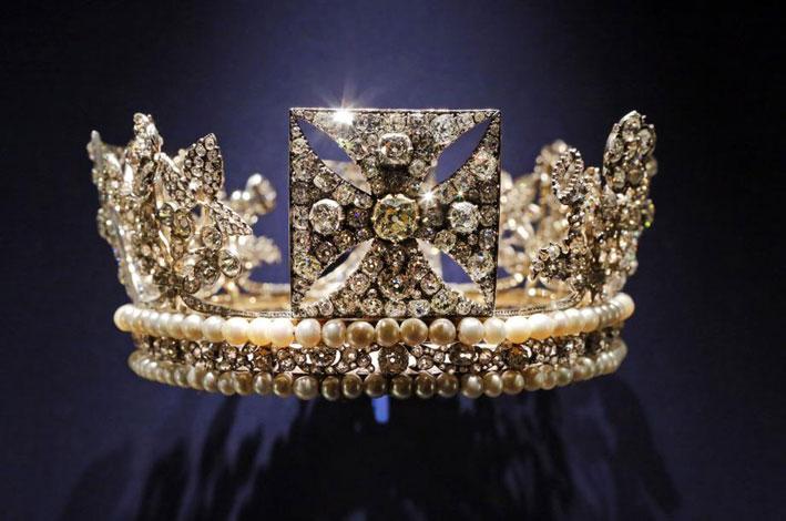 La corona utilizzata nella cerimonia, nel 1953